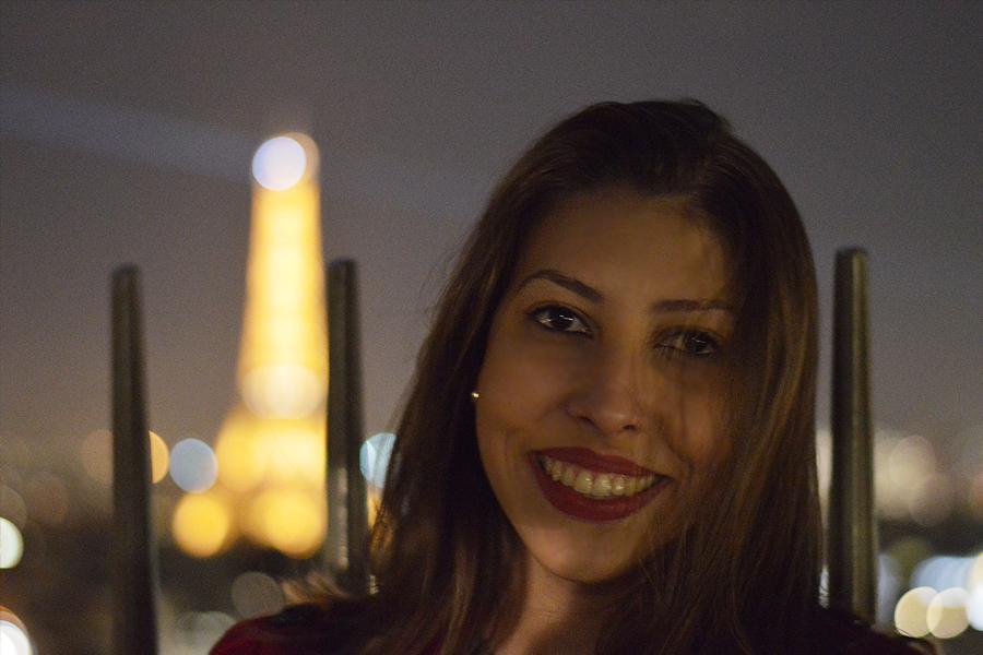 Vista do Arco do Triúnfo à noite em Paris
